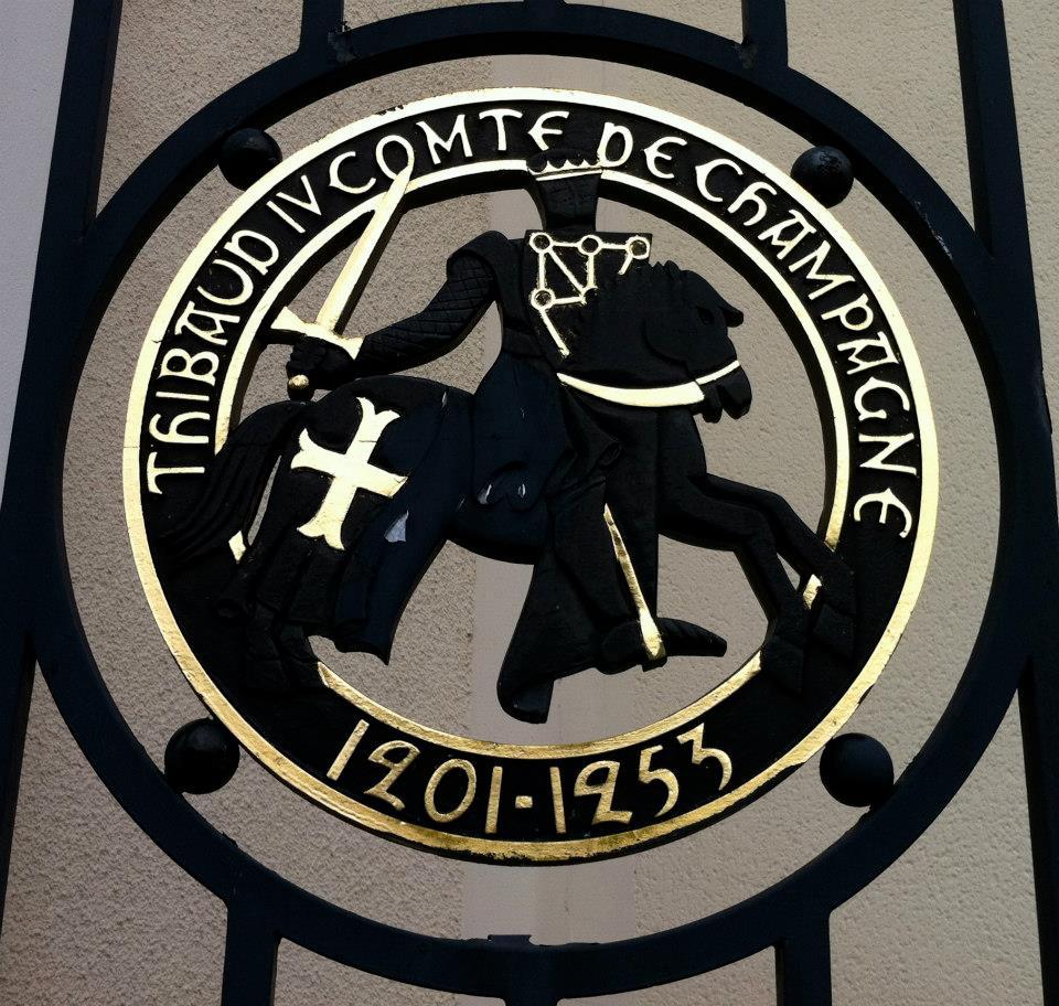 Escudo de caballero templario. Reims, chateau les folie de la marqueteri