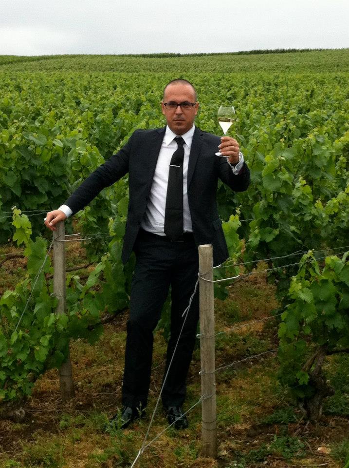Manuel Simôes entre los viñedos de Tattinger