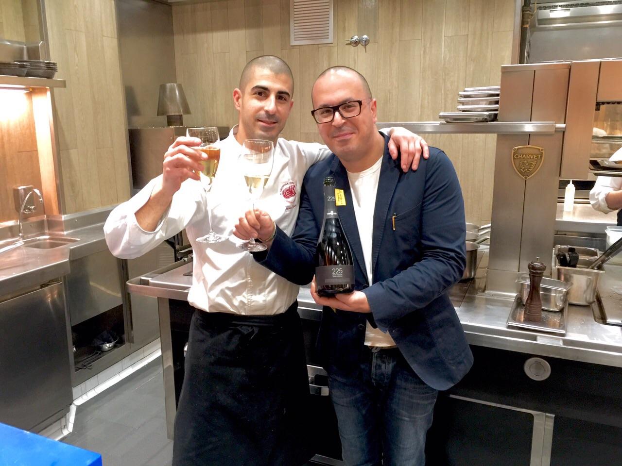 Toni y Manuel Simôes en la cocina de La Taverna del Clinic